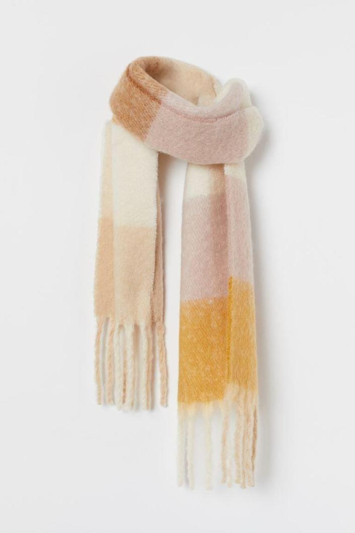 <p>This <span>H&amp;M Woven Scarf</span> ($25) looks so soft.</p>