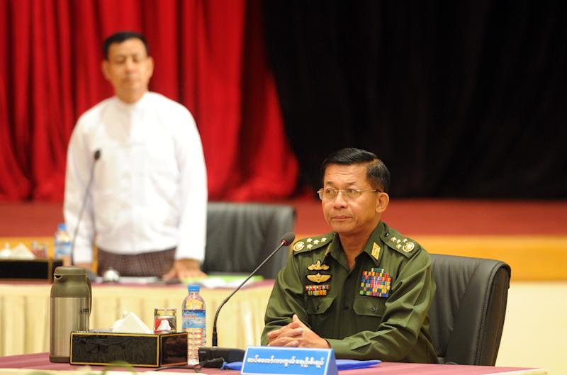 Commander in Chief Min Aung Hlaing arrives to talks with Myanmar President Thein Sein at the president's resident office in Naypyidaw on October 31, 2014 (AFP Photo/Phyoe Hein Kyaw)