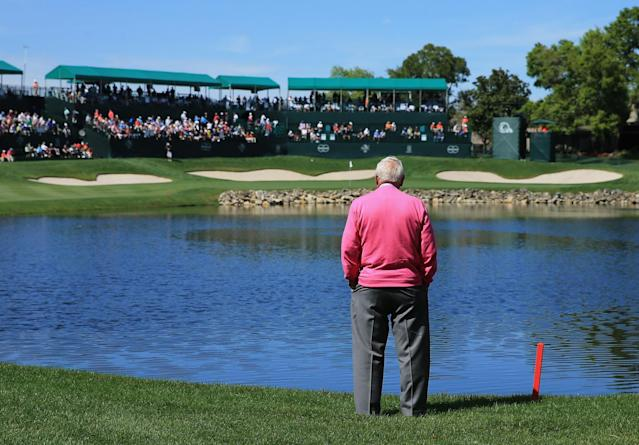 <p>Arnold Palmer of the United States standing watching the golf beside the 18th hole during the first round of the 2013 Arnold Palmer Invitational Presented by Mastercard at Bay Hill Golf and Country Club on March 21, 2013 in Orlando, Florida. (Photo by David Cannon/Getty Images) </p>