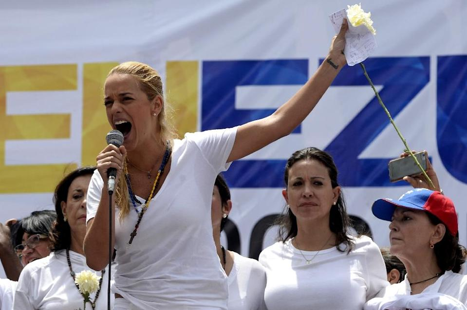 Lilian Tintori, wife of jailed opposition leader Leopoldo Lopez, delivers a speech during a peaceful demonstration against the government of Venezuelan President Nicolas Maduro, in Caracas, on May 30, 2015 (AFP Photo/Federico Parra)