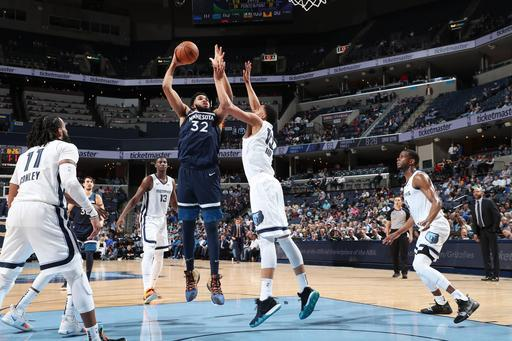 MEMPHIS, TN - FEBRUARY 5: Karl-Anthony Towns #32 of the Minnesota Timberwolves drives to the basket during the game against the Memphis Grizzlies on February 5, 2019 at FedExForum in Memphis, Tennessee. (Photo by Joe Murphy/NBAE via Getty Images)