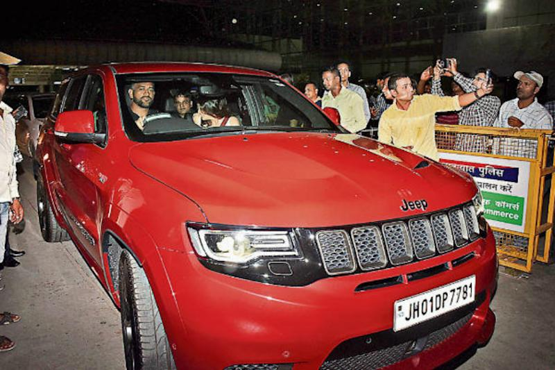 MS Dhoni Spotted Driving His Rs 1.12 Crore Jeep Grand Cherokee SRT for the First Time