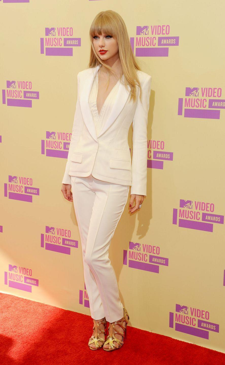 <p>Taylor Swift made a huge statement in this sleek, white look with straight hair in 2012. Previously, she had rocked her signature corkscrew locks and frilly gowns.</p>