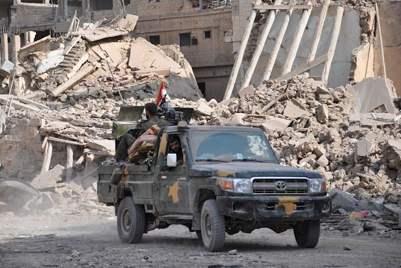 Syrian pro-government forces patrol in the eastern city of Deir Ezzor in November 2017 (AFP Photo/)