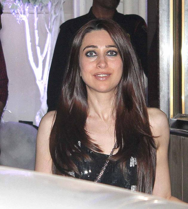 Karisma Kapoor wore a black dress and looked amazingly pretty