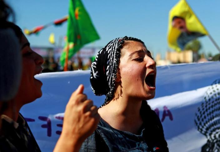 Syrian Kurdish protest against Turkish bombardment of Syrian Kurdish militia positions in the northeastern Syrian town of Al-Qahtaniyah on November 1, 2018 (AFP Photo/Delil SOULEIMAN)