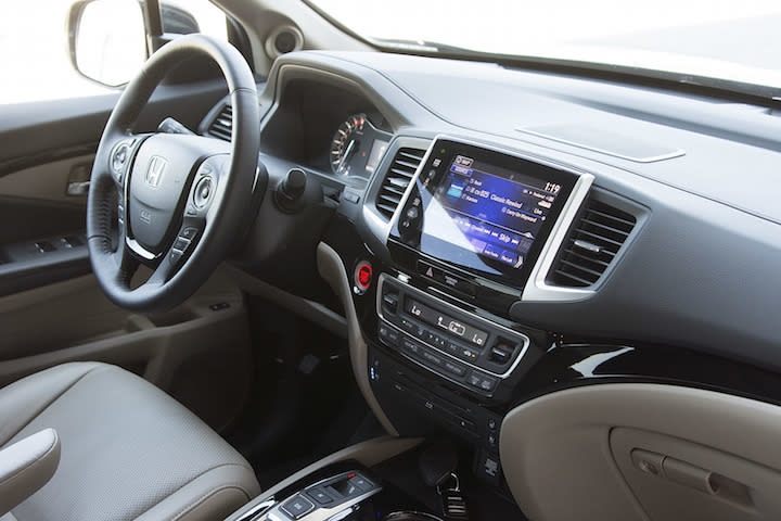 3 bold features of the 2016 honda pilot first drive. Black Bedroom Furniture Sets. Home Design Ideas