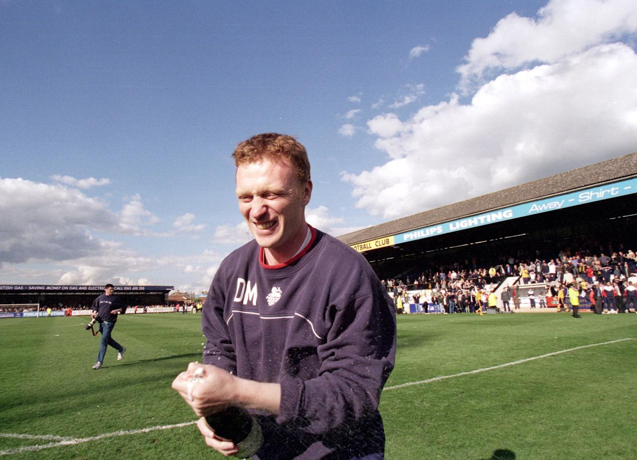 24 Apr 2000:  Preston North End manager David Moyes celebrates clinching the title after the Nationwide League Division Two match against Cambridge United at Abbey Stadium in Cambridge, England.  Cambridge United won the match 2-0. \ Mandatory Credit: Allsport UK /Allsport