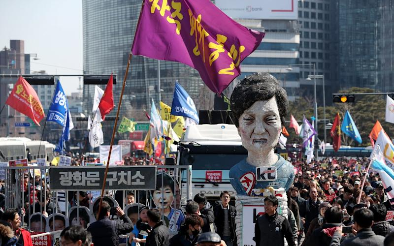 Demonstrators march towards the presidential Blue House with an effigy of former South Korea president Park Geun-hye - © 2017 Bloomberg Finance LP