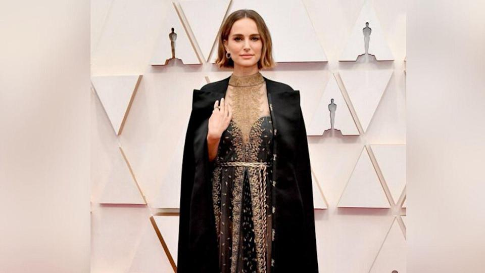 "<div class=""paragraphs""><p>Natalie Portman wore a Dior cape with names of the snubbed female directors in 2020 Oscars.</p></div>"