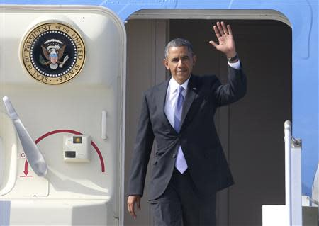 U.S. President Barack Obama waves as he arrives to take part in the G20 Summit in St. Petersburg, September 5, 2013. REUTERS/Alexander Demianchuk