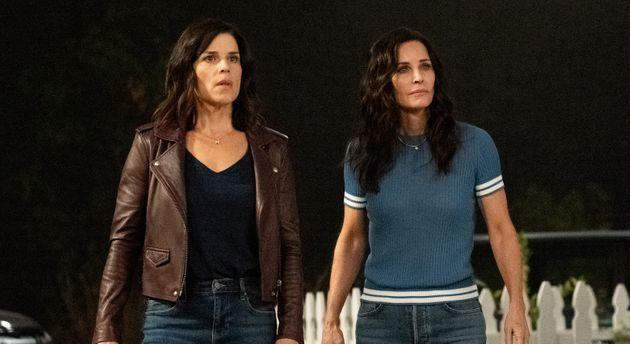 Neve Campbell (left) and Courteney Cox in