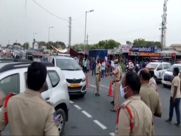Telangana Police checking e-pass of vehicles entering in state. (Photo/ ANI)