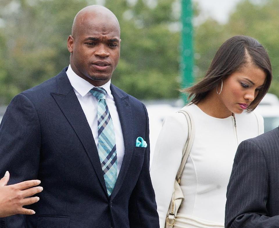 Minnesota Vikings running back Adrian Peterson arrives for a court hearing on child abuse charges at the Montgomery County Courthouse on November 4, 2014 in Conroe, Texas (AFP Photo/Bob Levey)