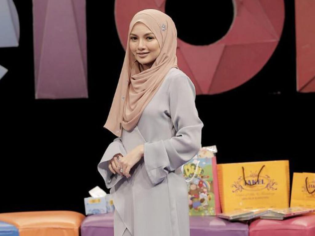 Image result for pilot cafe neelofa pregnant