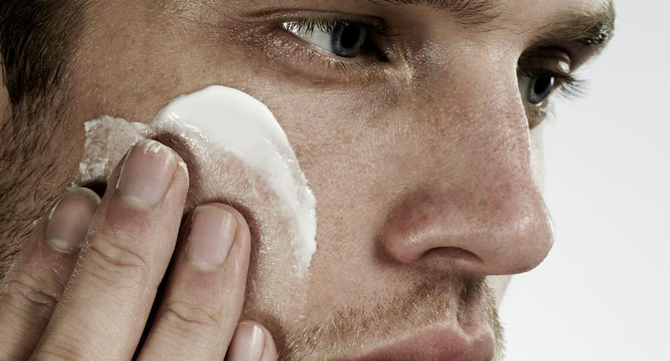 Hundreds of men have updated their skincare routine with this top-rated product. (Getty Images)