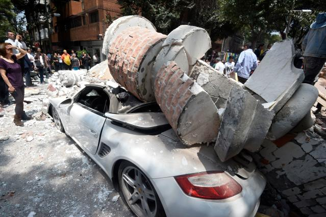 <p>Picture of a car crashed by debris from a damaged building after a quake rattled Mexico City on September 19, 2017. (Photo: Alfredo Estrella/AFP/Getty Images) </p>