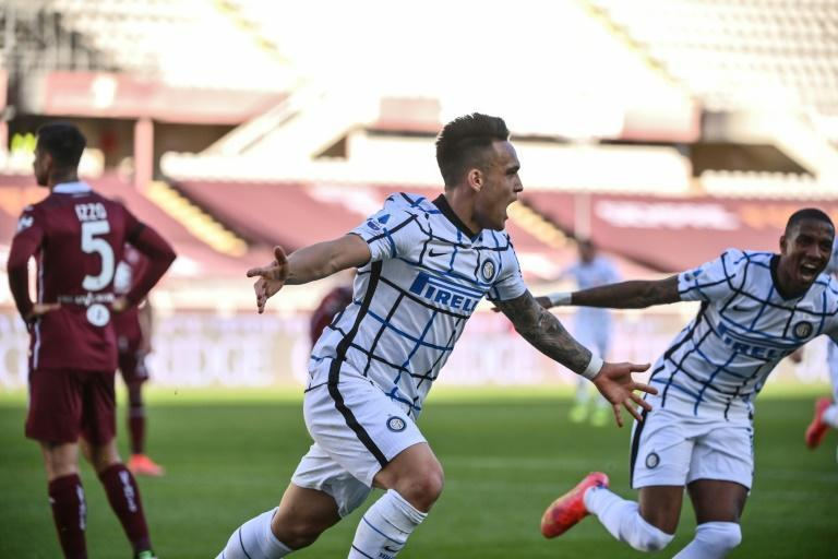 Lautaro Martinez's (C) winner keeps Inter on track for a first title since 2010.
