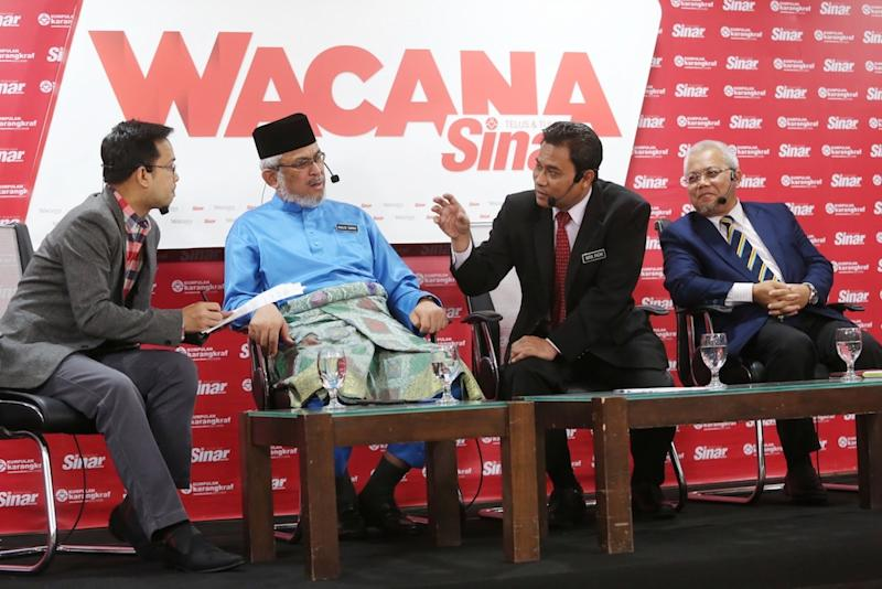 Khalid Samad, Abdul Razak Yusak and Datuk Ishak Ismail appear as panellists for a Sinar Harian forum on Kampung Baru in Shah Alam October 4, 2019. — Picture by Choo Choy May