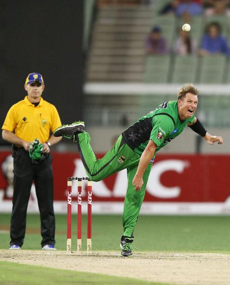MELBOURNE, AUSTRALIA - JANUARY 06:  Shane Warne of the Melbourne Stars bowls during the Big Bash League match between the Melbourne Stars and the Melbourne Renegades at Melbourne Cricket Ground on January 6, 2013 in Melbourne, Australia.  (Photo by Michael Dodge/Getty Images)