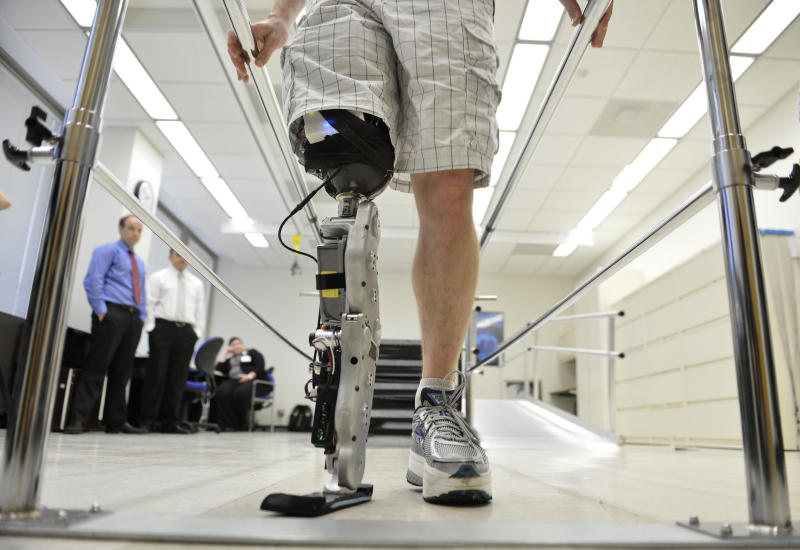 """Zac Vawter practices walking with an experimental """"bionic"""" leg at the Rehabilitation Institute of Chicago, Thursday, Oct. 25, 2012 in Chicago.  Vawter will put his bionic leg to the ultimate test Sunday, Nov. 4,  when he attempts to climb 103 flights of stairs to the top of Chicago's Willis Tower, one of the world's tallest skyscrapers. If all goes well, he'll make history with the bionic leg's public debut.  (AP Photo/Brian Kersey)"""