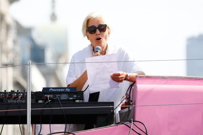 Dame Emma Thompson rallies activists from a pink boat (AFP/Getty Images)