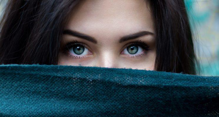 Why do we wake up with crusty bits in our eyes? [Photo: Unsplash via Pexels]