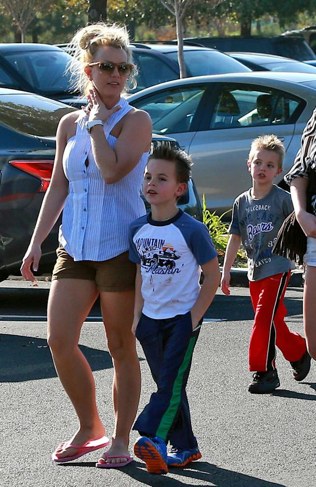 50953975 Singer Britney Spears and her sister Jaime Lynn Spears take her sons Sean and Jayden out shopping at Target in Thousand Oaks, California on November 25, 2012. FameFlynet, Inc - Beverly Hills, CA, USA -  1 (818) 307-4813