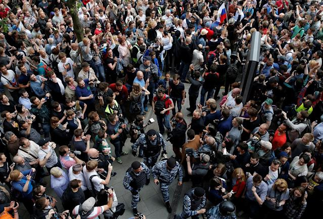 <p>Riot police pass demonstrators during an anti-corruption protest organised by opposition leader Alexei Navalny, on Tverskaya Street in central Moscow, Russia June 12, 2017. (Maxim Shemetov/Reuters) </p>