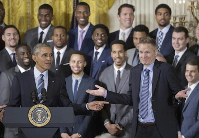Steve Kerr shrugs in the direction of Barack Obama during the Warriors' 2016 White House visit. (AP)