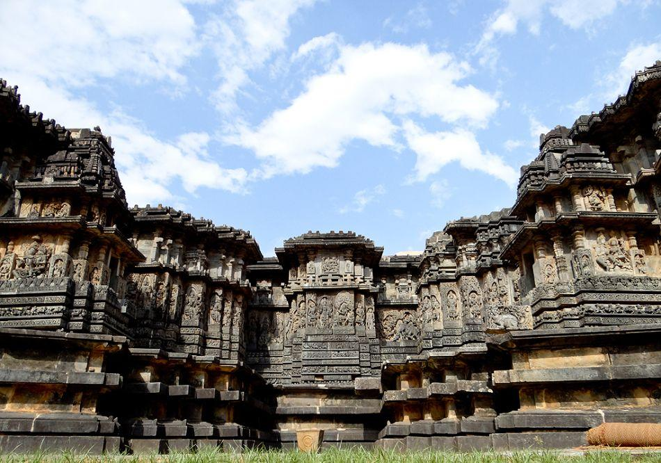 Halebeedu temple comprises of two shrines dedicated to Lord Shiva. Hoysaleshwara and Shanthaleshwara are the two deities in this temple.