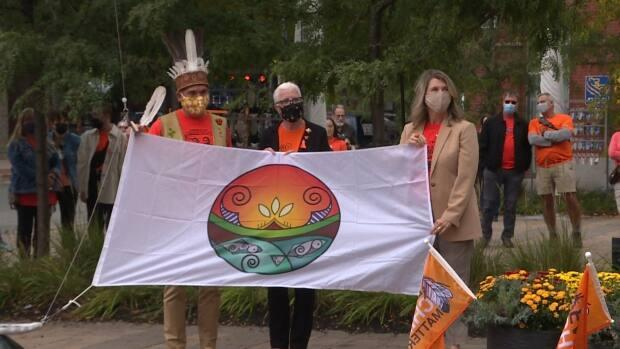 Chief Alan Polchies of St. Mary's First Nation, Lt. Gov. of New Brunswick Brenda Murphy, and Fredericton Mayor Kate Rogers raised the Wolastoqey flag outside City Hall to mark the first National Day for Truth and Reconciliation. (Alexandre Silberman/CBC - image credit)