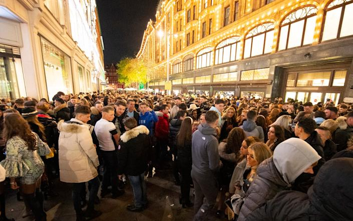 A large crowd of young people has built up outside Harrods as London remains in Tier 2 - Elliott Franks