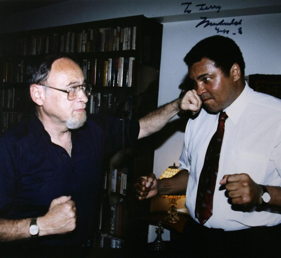 20060629JO 34/x Copy photo of Jerry Izenberg and Muhammad Ali in 1991. For upcoming Jerry Izenberg series. , NJ  6/29/06  10:58:32 AM
