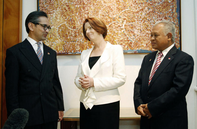 Indonesian Foreign Minister Marty Natalegawa, left, and Indonesian Defense Minister Purnomo Yusgiantoro, right, meet with Australian Prime Minister Julia Gillard in Canberra, Australia,  Thursday March 15, 2012. The Indonesian ministers said Thursday they were comfortable with a planned increase in U.S. troops in northern Australia seen as an attempt to contain China and hoped to join in training exercises focused on disaster relief.  (AP Photo/Stefan Postles, Pool)
