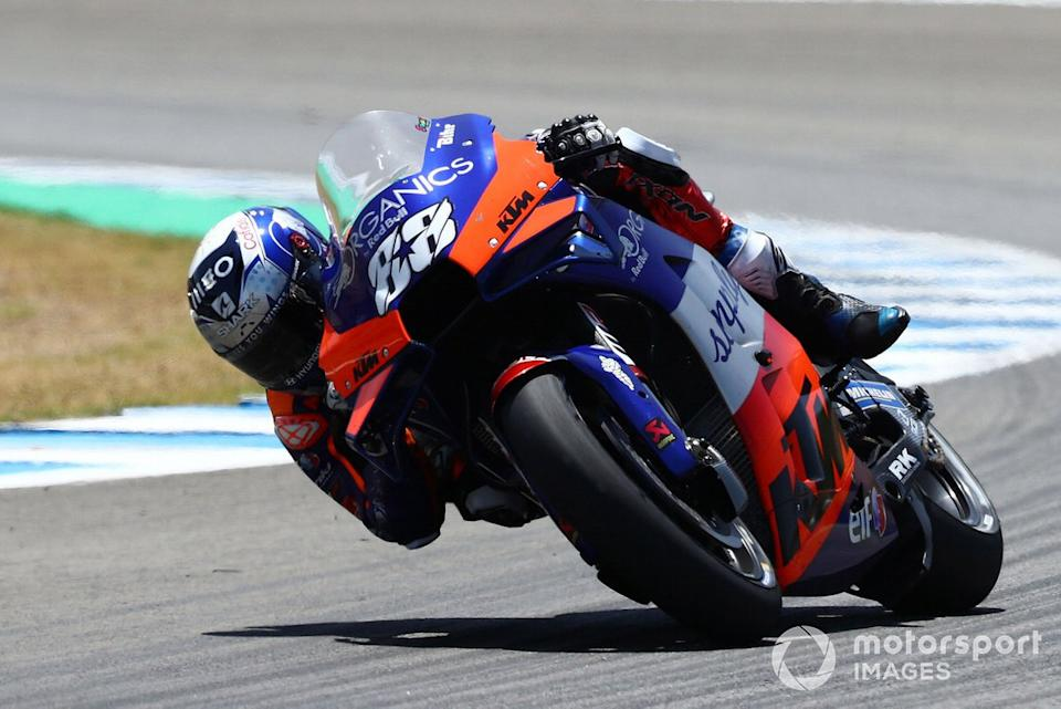 """Miguel Oliveira, Red Bull KTM Tech 3, Valentino Rossi, Yamaha Factory Racing<span class=""""copyright"""">Gold and Goose / Motorsport Images</span>"""