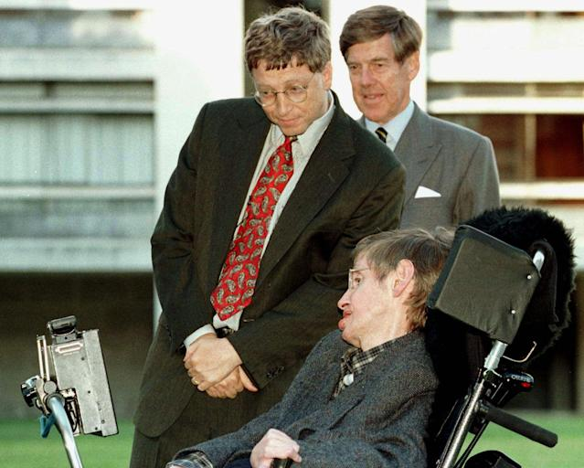 Then-Microsoft President Bill Gates (L), accompanied by University Vice-Chancellor Professor Alec Broers, meets Professor Stephen Hawking on a visit to Cambridge University October 7, 1997. REUTERS