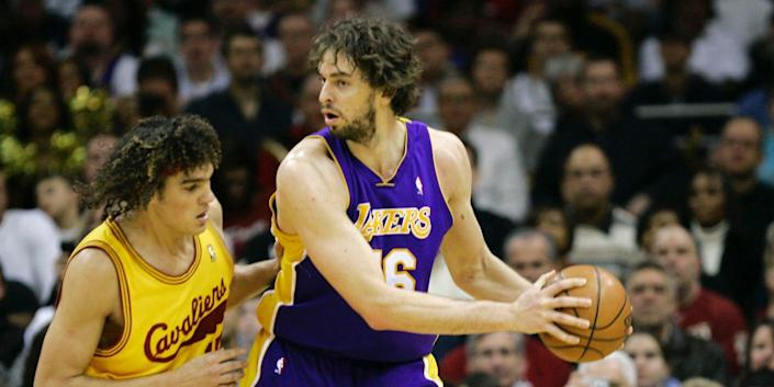 Pau Gasol posts up during a game in 2009.
