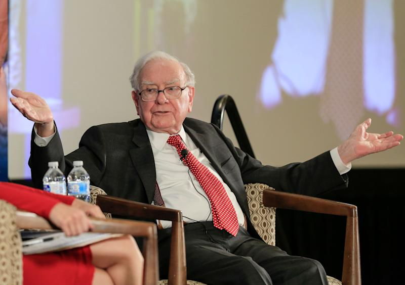 In a shift, Buffett says focus on Berkshire's stock price