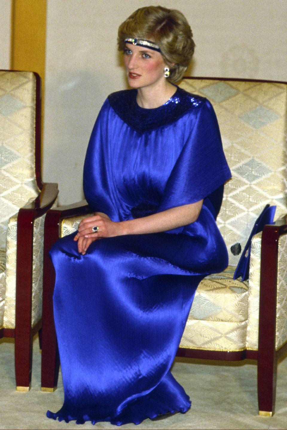<p>In a satin blue gown by Yuki and a sapphire blue diamond headband before dinner with Emperor Hirohito in Japan. </p>