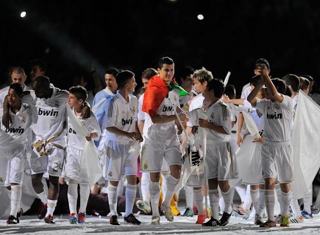 MADRID, SPAIN - MAY 13: Cristiano Ronaldo of Real Madrid CF celebrates the La Liga title after the La Liga match between Real Madrid CF and RCD Mallorca at Estadio Santiago Bernabeu on May 13, 2012 in Madrid, Spain. (Photo by Denis Doyle/Getty Images)