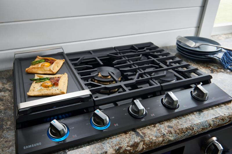 Samsung's new premium built-in cooking appliances get you connected