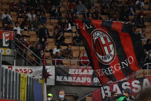 A fan waves a giant flag during the Serie A 2021/22 football match between AC Milan and Venezia FC at Giuseppe Meazza Stadium, Milan, Italy on September 22, 2021 (Photo by Fabrizio Carabelli/LiveMedia/NurPhoto via Getty Images) (Photo: NurPhoto via Getty Images)