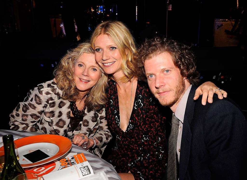 """Gwyneth Paltrow poses for a picture with her mother, Blythe Danner, and her brother, Jake, at the fifth annual Can-Do Awards Dinner presented by the Food Bank for New York City. Larry Busacca/<a href=""""http://www.wireimage.com"""" target=""""new"""">WireImage.com</a> - April 7, 2008"""