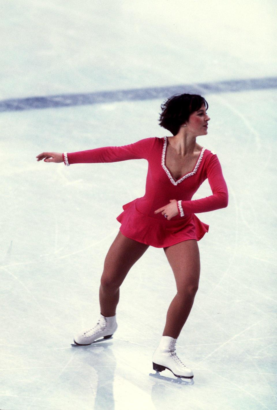 <p>Yes, she was famous for her hairstyle, but American figured skater Dorothy Hamill - who was the 1976 Olympic champion and World champion in ladies' singles - also stuck to a signature outfit. The necklines of her skating dresses were almost always embroidered with crystals to match the cuffs on her sleeves.</p>