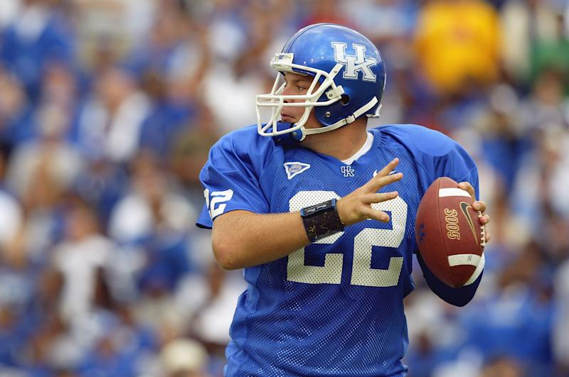 LEXINGTON, KY - SEPTEMBER 27: Quarterback Jared Lorenzen #22 of Kentucky looks for the open receiver against Florida on September 27, 2003 at Commonwealth Stadium in Lexington, Kentucky. Florida won 24-21. (Photo by Andy Lyons/Getty Images)