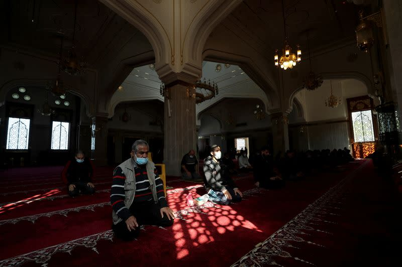 Gaza mosques reopen as COVID-19 restrictions ease