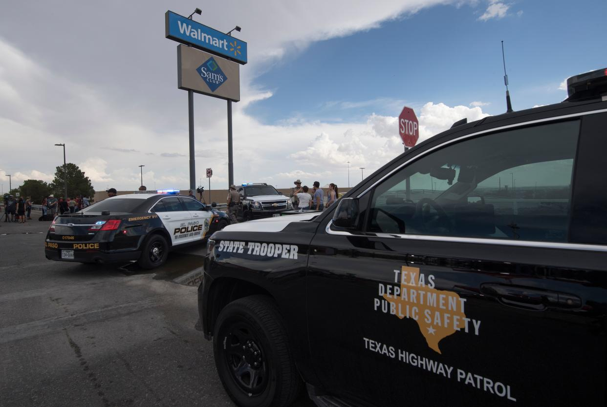 Law enforcement keeps watch outside the El Paso Walmart that was the site of a recent mass shooting. (Photo: Mark Ralston/AFP/Getty Images)