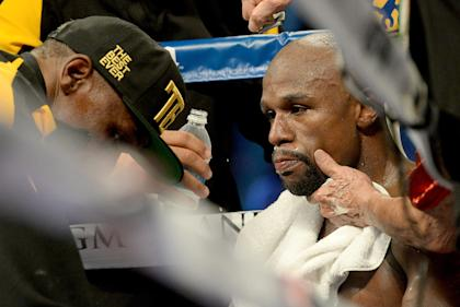 Floyd Mayweather sold 925,000 pay-per-views against Marcos Maidana, a source confirmed to Yahoo Sports.