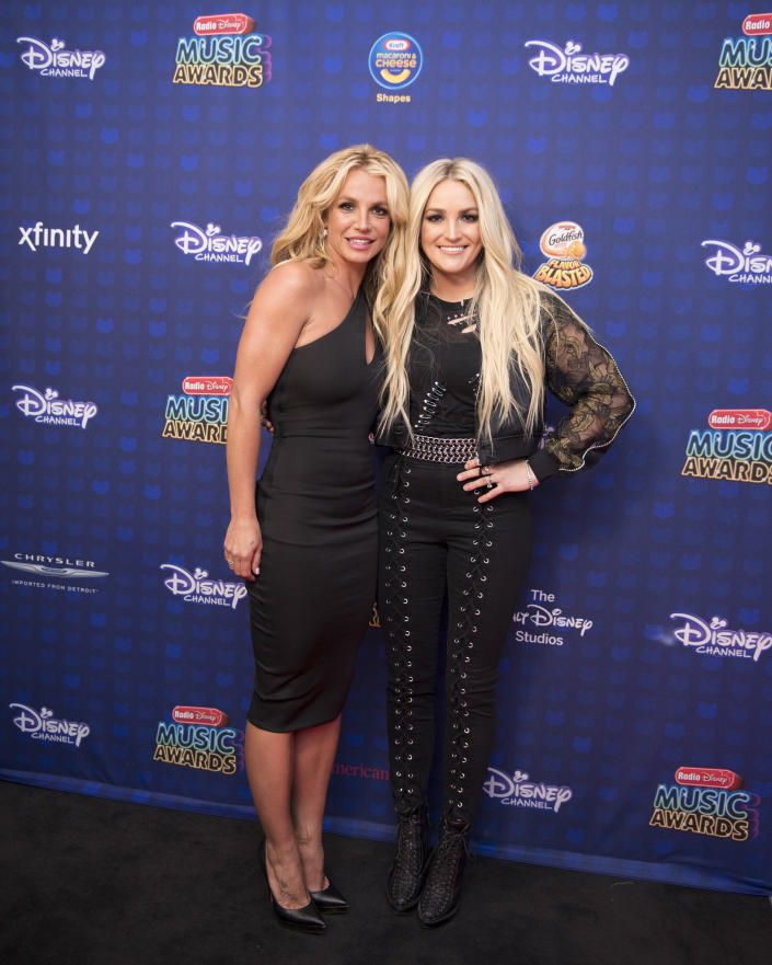 """DISNEY CHANNEL PRESENTS THE 2017 RADIO DISNEY MUSIC AWARDS - Entertainment's brightest young stars turned out for the 2017 Radio Disney Music Awards (RDMA), music's biggest event for families, at Microsoft Theater in Los Angeles on Saturday, April 29. """"Disney Channel Presents the 2017 Radio Disney Music Awards"""" airs Sunday, April 30 (7:00 p.m. EDT). (Image Group LA/Disney Channel via Getty Images) BRITNEY SPEARS, JAMIE LYNN SPEARS"""